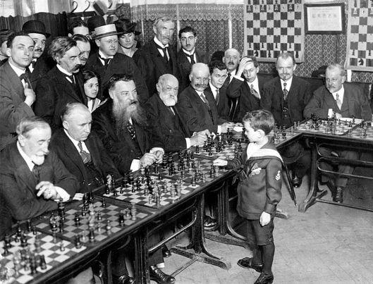 Chess prodigy Samuel Reshevsky (Szmul Rzeszewski : Самуэль Герман Решевский), aged 8, defeating several chess masters in France. Date 1920
