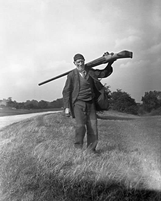 snowden_slights-and-his-punt-gun-used-for-hunting-birds