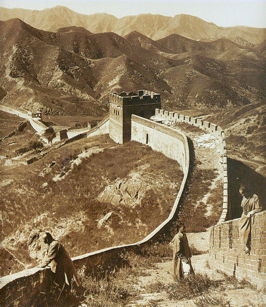 photograph-of-the-great-wall-of-china-from-1907-before-the-government-worked-to-restore-it
